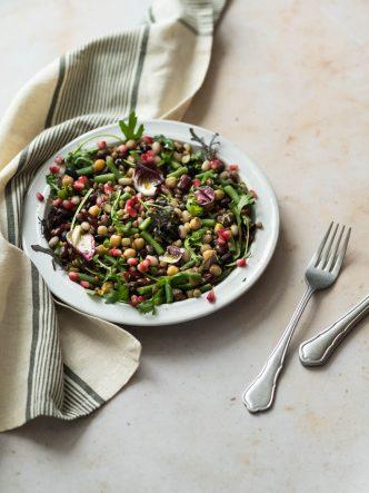 Salade d'hiver aux légumineuses et haricots verts croquants - sans lactose, végan, végétarien