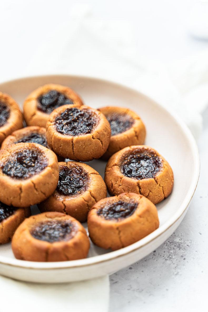 Recette de biscuits végétaliens au beurre de cacahuètes et confiture de figue