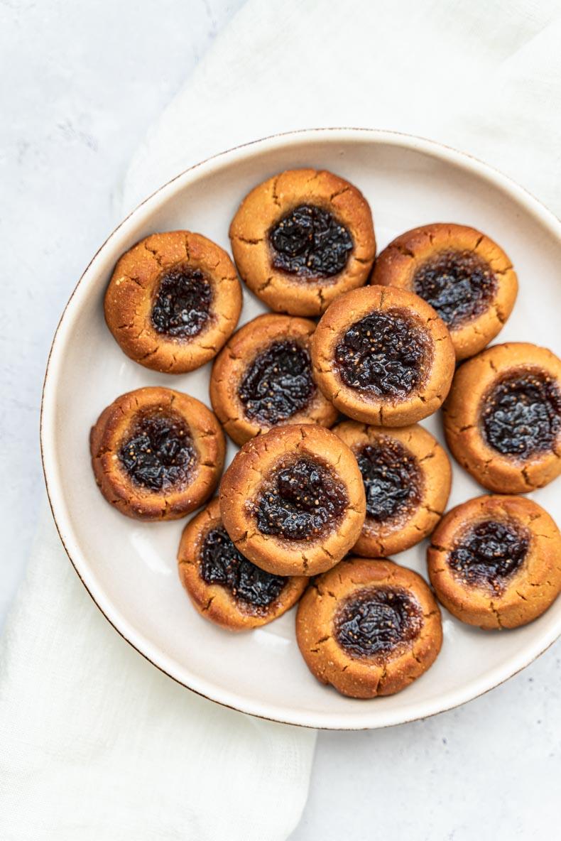 Recette de biscuits végétaliens au beurre de cacahuètes et confiture de figue - sans lactose