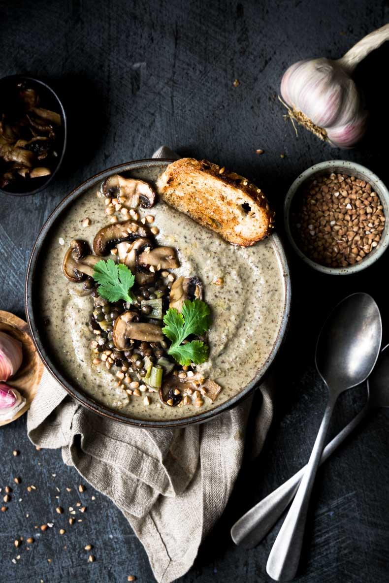 Velouté crémeux lentilles, champignons & kasha (sarrasin grillé)