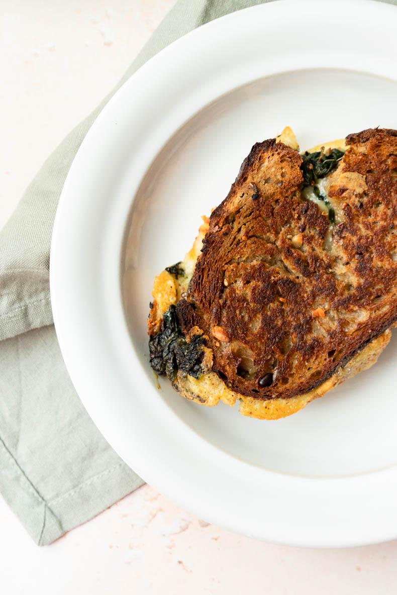 Grilled cheese au Mont des Cats & épinards  - déjeuner sur le pouce