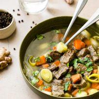 Bouillon de légumes à l'asiatique & paleron de boeuf