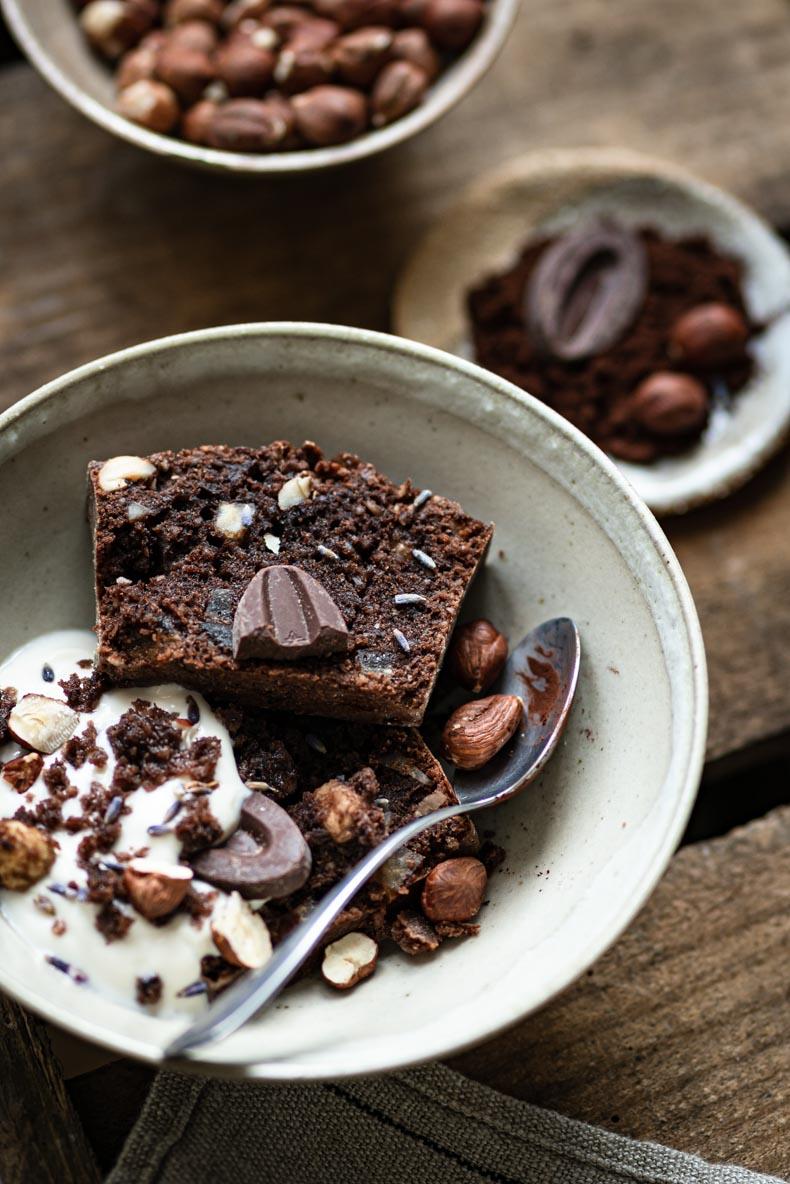 Cake au chocolat, écorces d'orange, épices et fruits secs