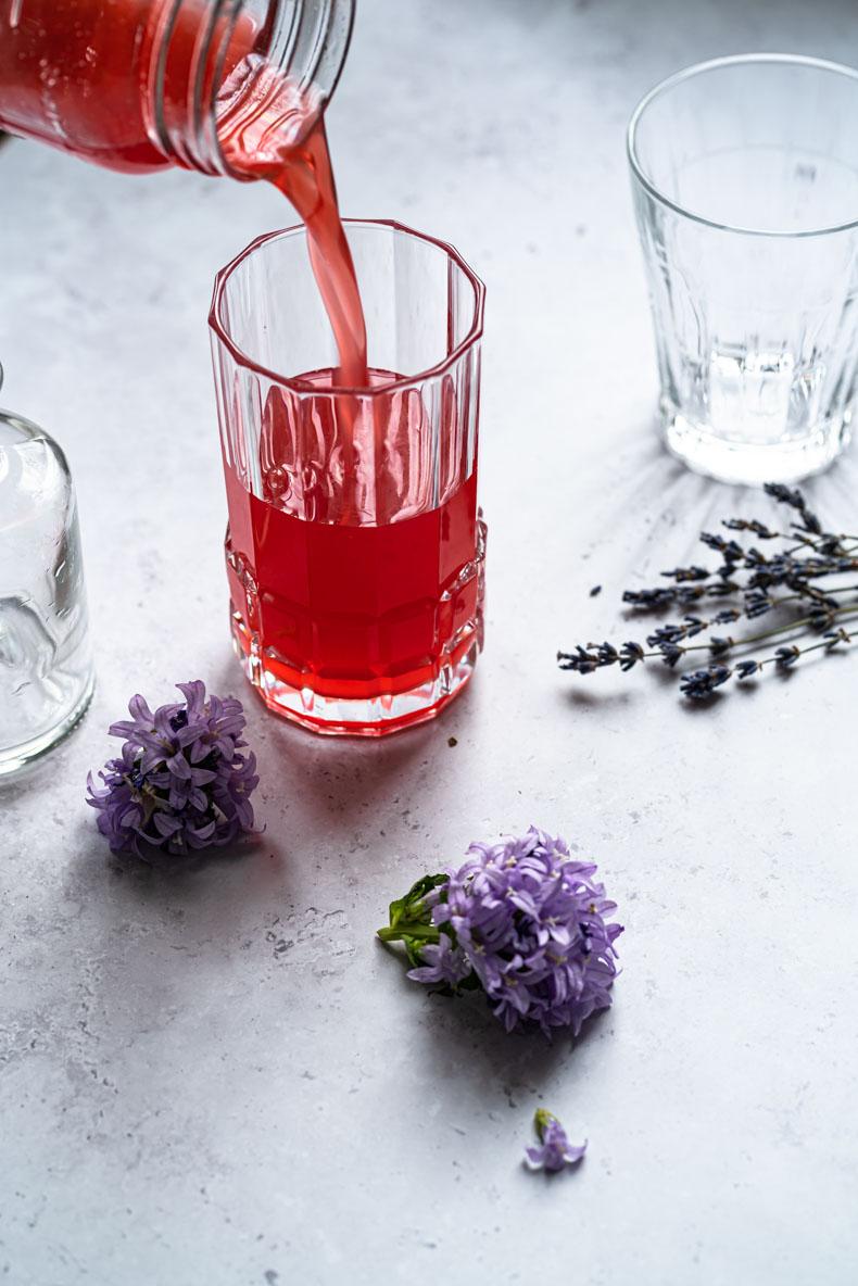 Sirop de rhubarbe à la vanille